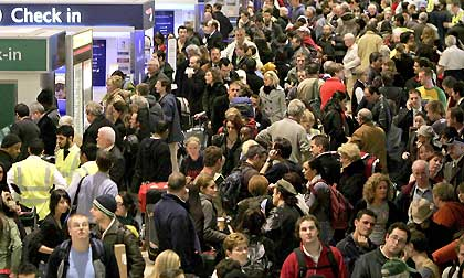 420-Airport-Heathrow-crowd-420x0